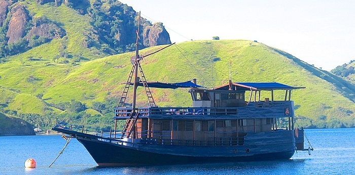 Perjuangan boat komodo diving and cruise-liveaboard indonesia-amazing landscape in Komodo National Park