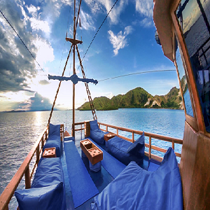 Discovery package 1: 3 nights in Bali Villa, 5 Nights Komodo Cruise, 3 nights in Bali Villa