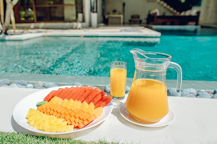 fresh-and-healthy-fruits-pool-side-at-Nyaman-VIllas