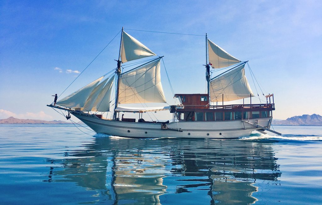 nyaman-boat-on-flores-sea-exploring-komodo-national-park