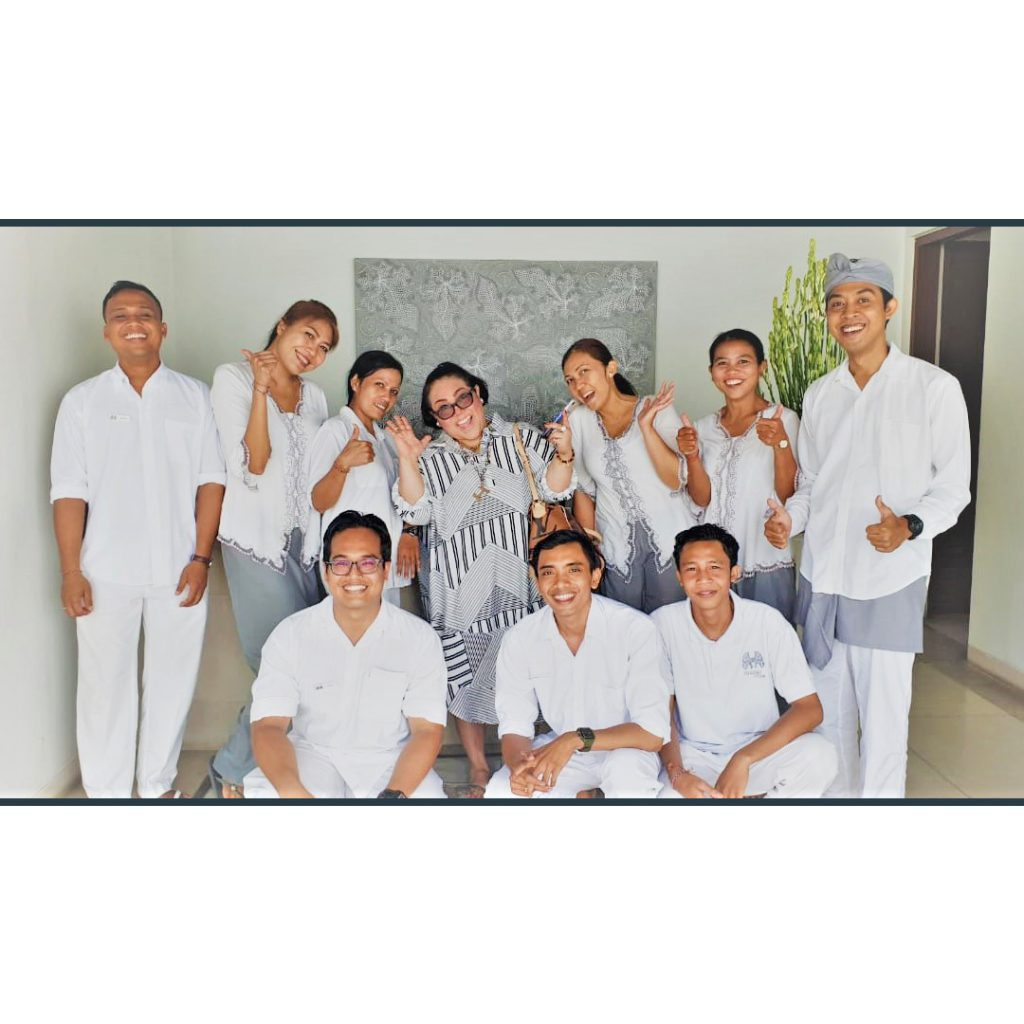 nyaman-villas-team-photo-with-guest