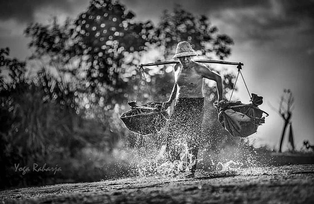 Indonesian-farmer-photo-by-Yoga-Raharja