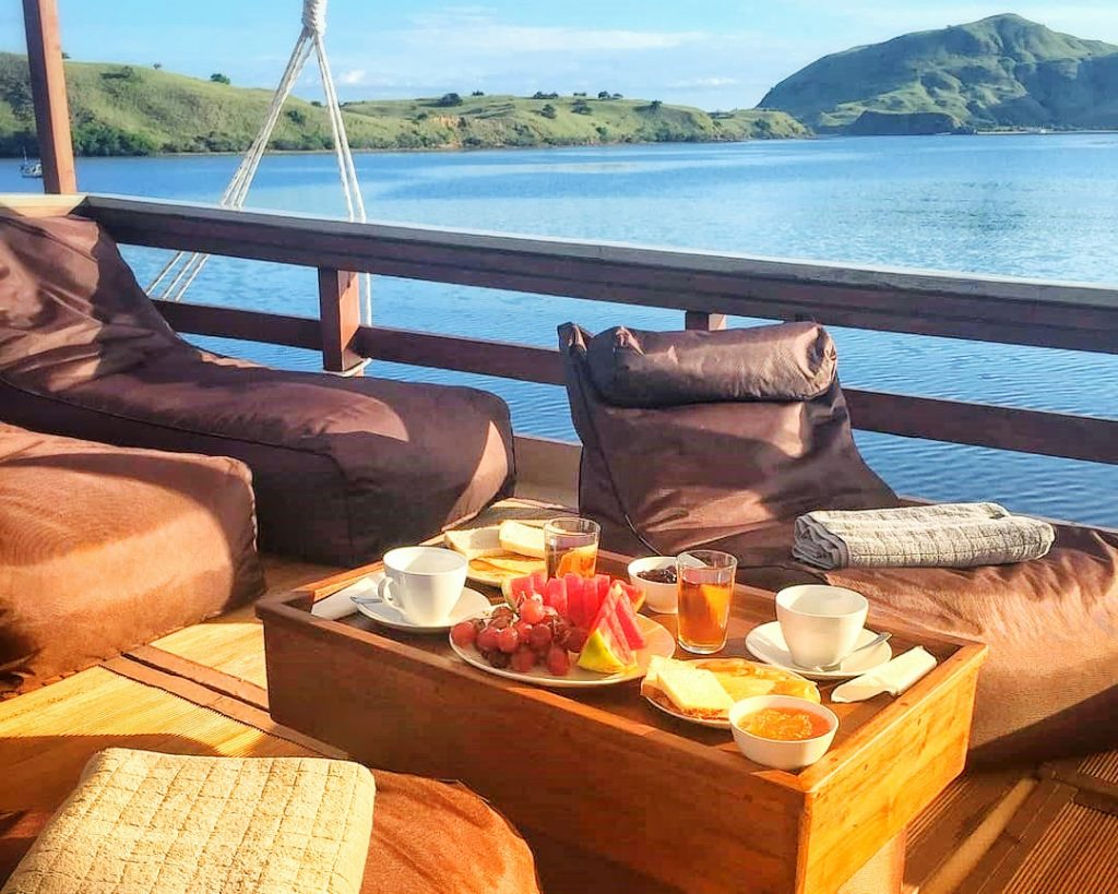 nyaman-boat-morning-floating-breakfast