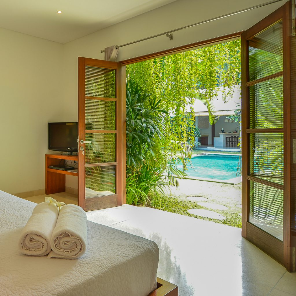 villa-chocolat-seminyak-six-bedroom-pool-access