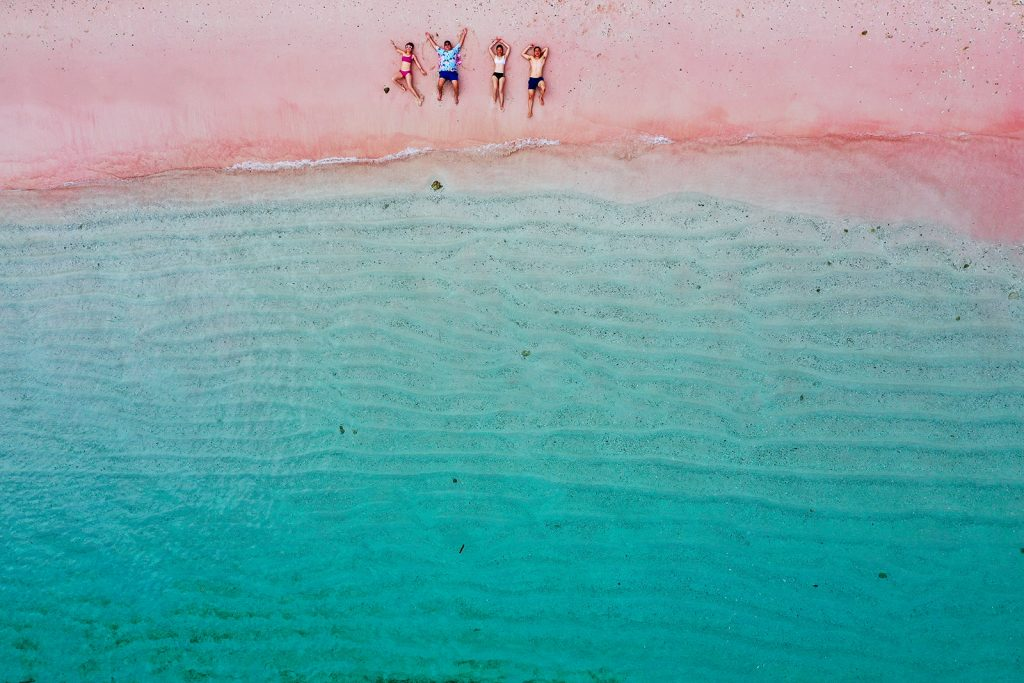 guests-visiting-pink-beach-in-komodo-during-nyaman-catamaran-cruise-private-sailing