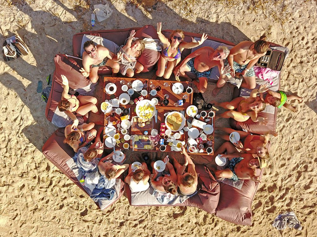 picnic-on-the-beach-during-trip-with-nyaman-boat