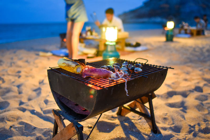 nyaman-catamaran-experiences-bbq-beach-for-two