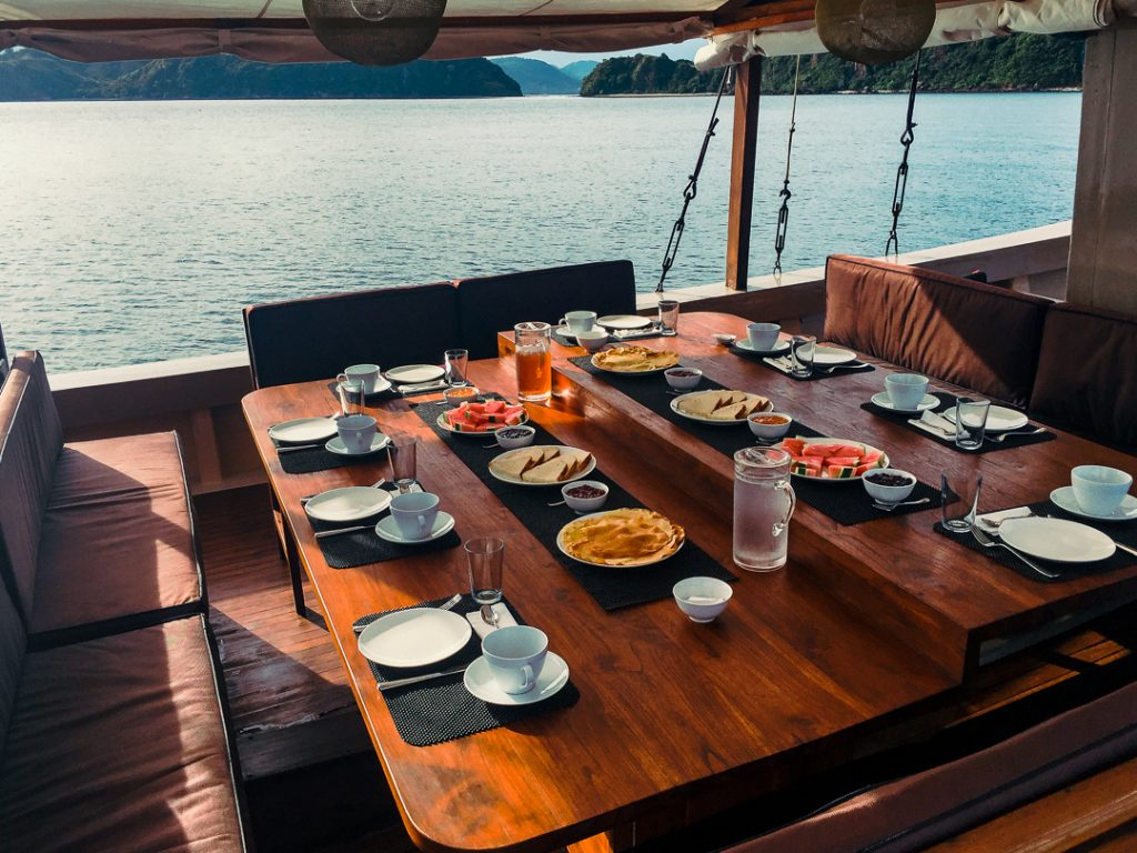 morning-breakfast-at-komodo-flores-on-nyaman-boat