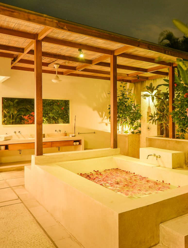 Nyaman-villas-outdoor-bathtub
