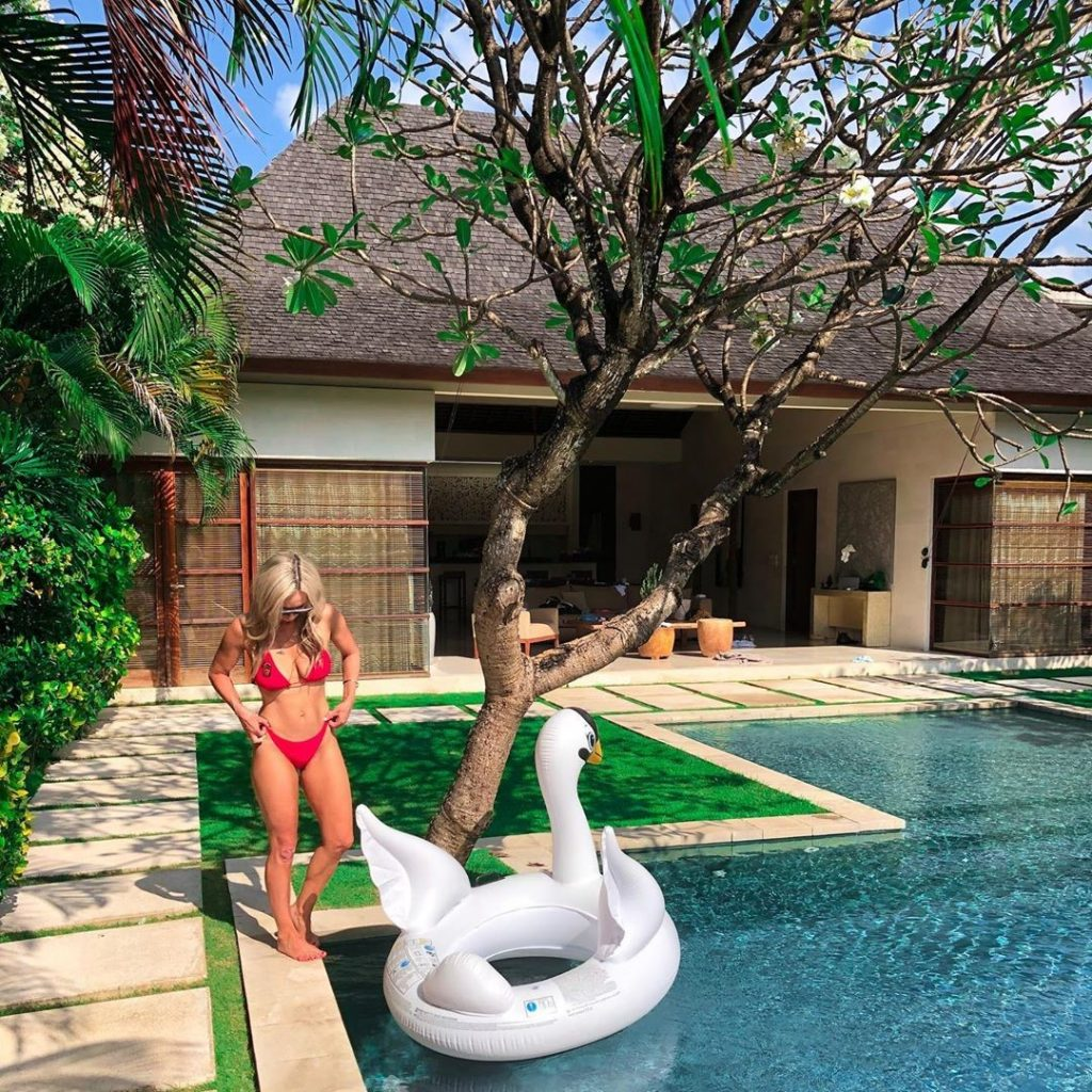 play-time-at-the-pool-at-nyaman-villas-with-floatings