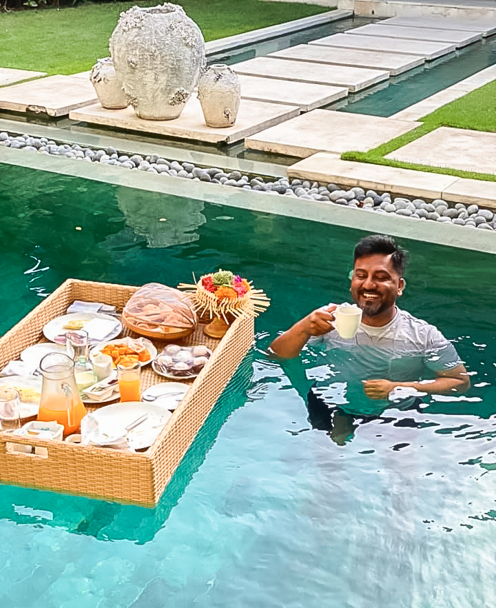 Nyaman-villas-floating-breakfast