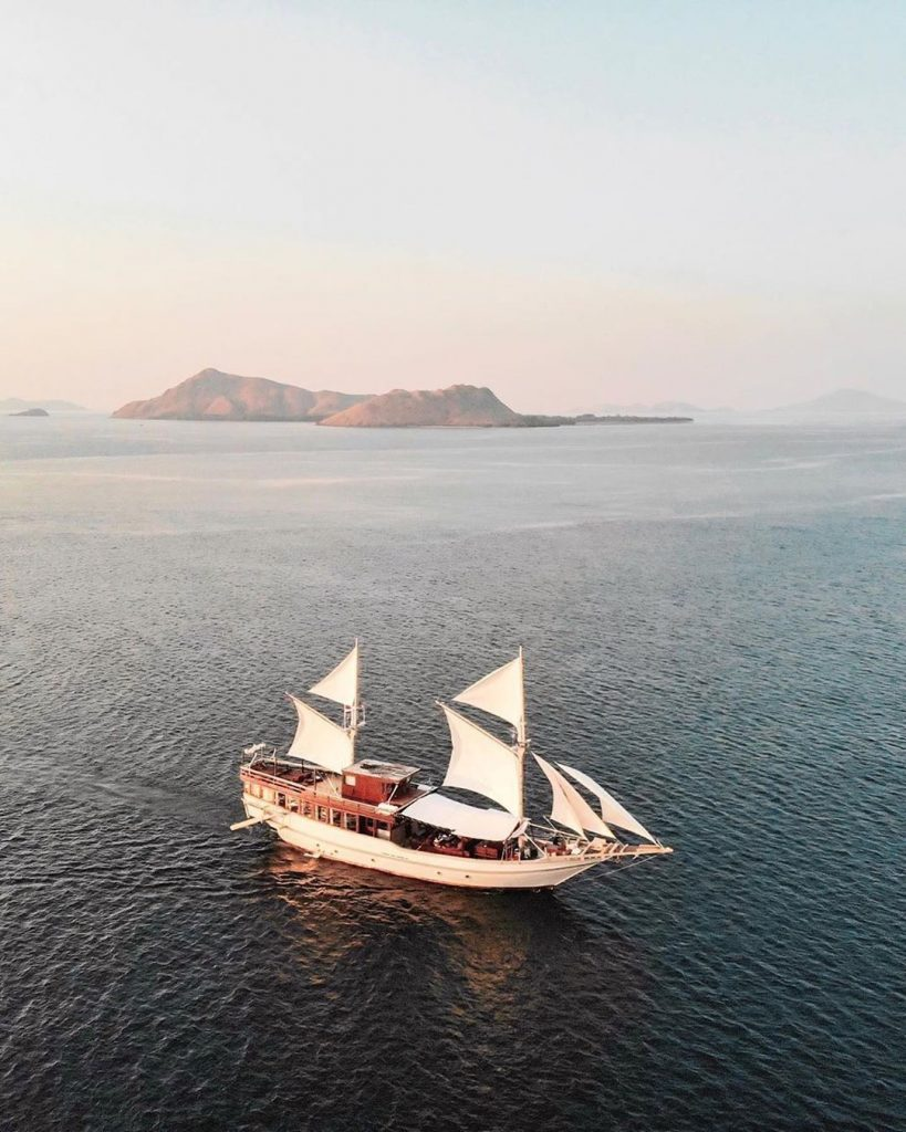 nyaman-boat-phinisi-at-komodo-national-park