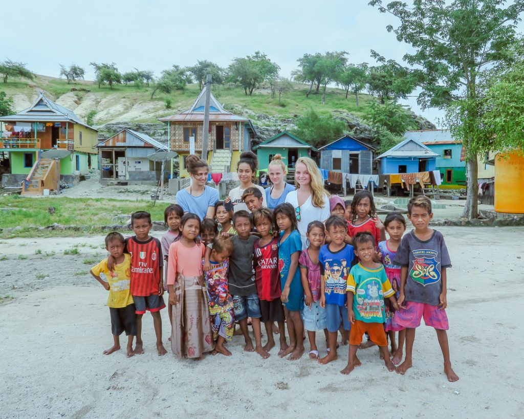 group-photo-with-local-kids-at-Mesa-Island-Komodo-Flores