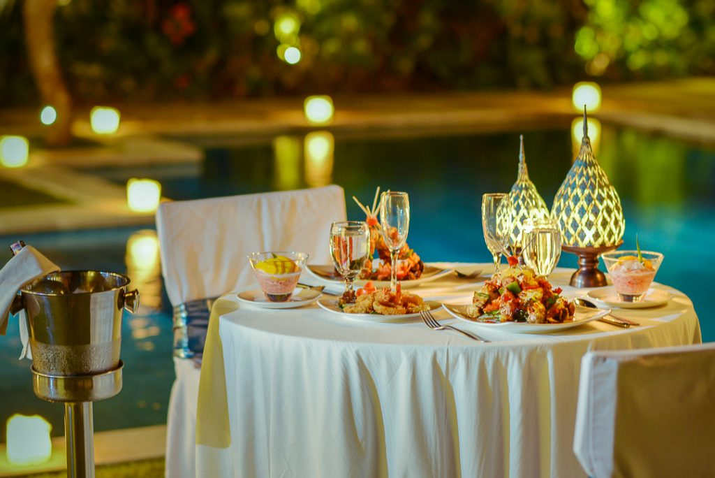 romantic-dinner-set-up-at-nyaman-villa-honeymoon-package