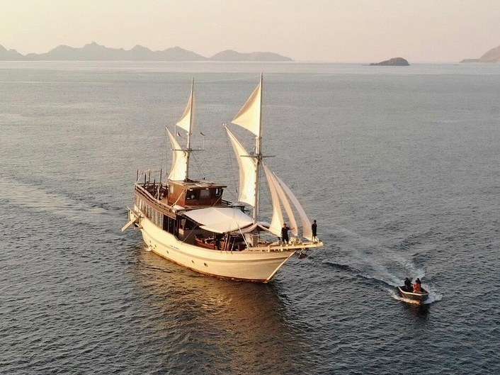 nyaman-boat-drone-shot-during-warm-orange-light-in-komodo