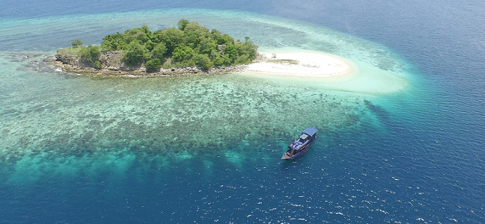 Nyaman Group - dive cruise in Komodo National Park - amazing islands during your cruise