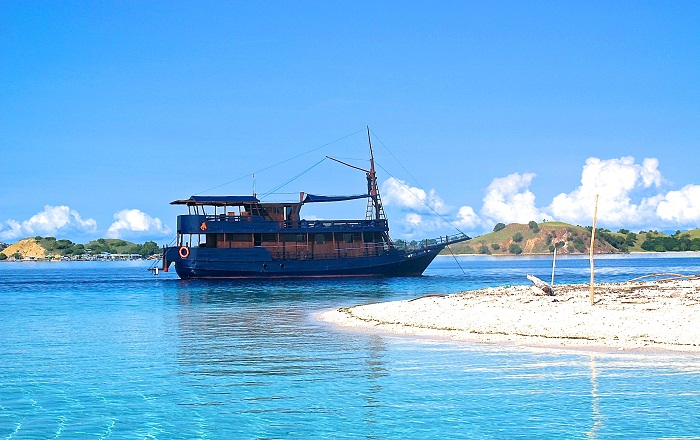 Nyaman Group Indonesia-package villa in Bali and cruise in the Komodo National Park