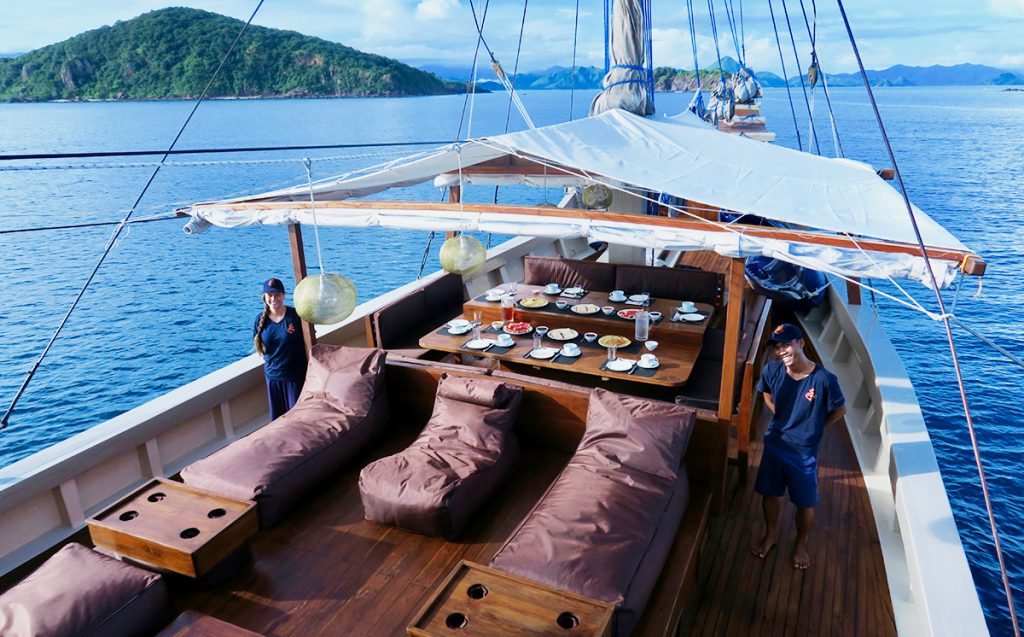 Nyaman-boat-breakfast-on-the-first-deck